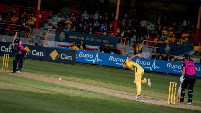 Southern Stars all-rounder Ellyse Perry bowls against New Zealand White Fern Jess Watkin in a T20 international match - 29 September 2018, North Sydney Oval